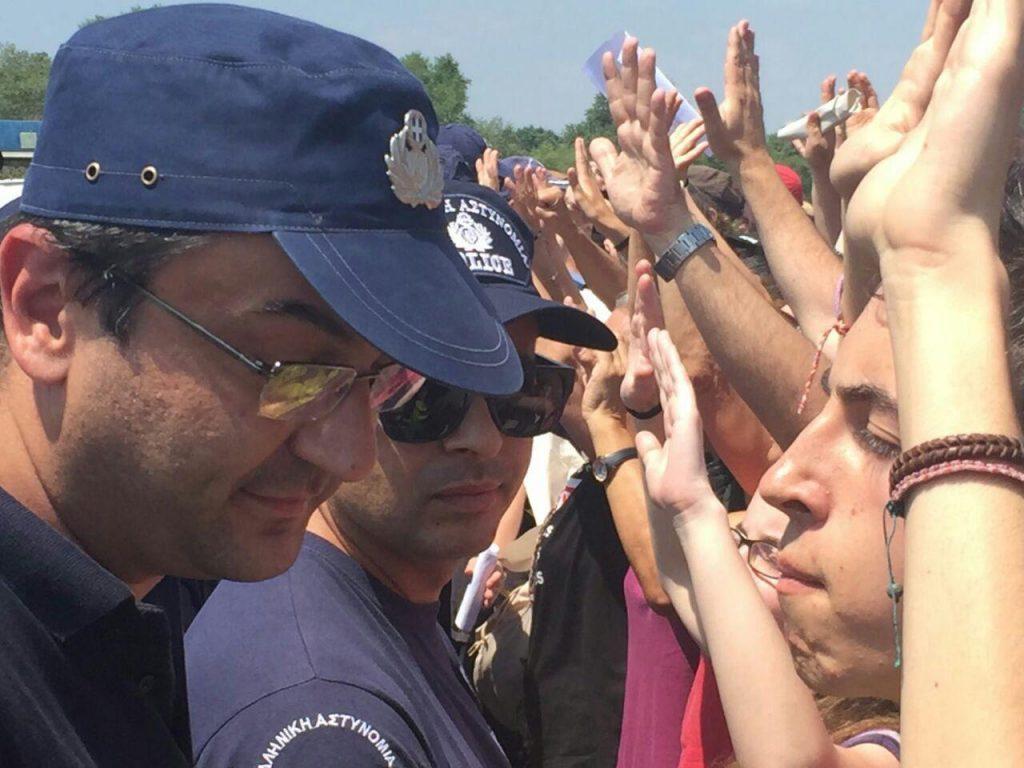 Manifestación y barrera policial