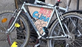 Bicicleta de un participante en la Marcha por el Clima